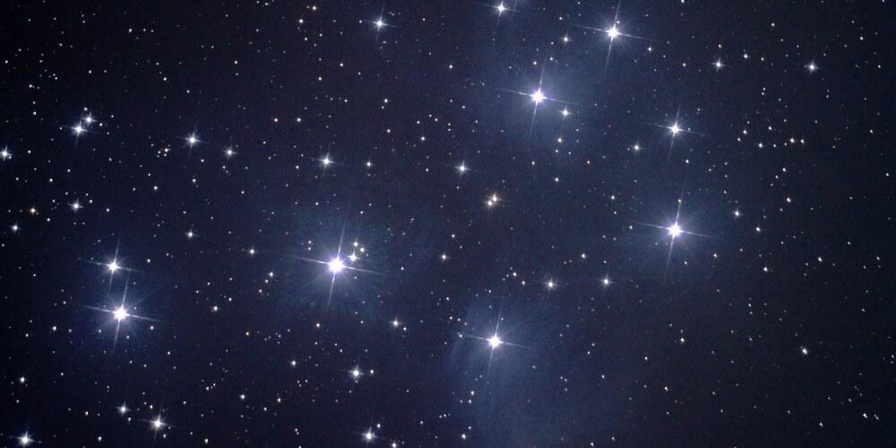 Plejaden in der Milchstraße
