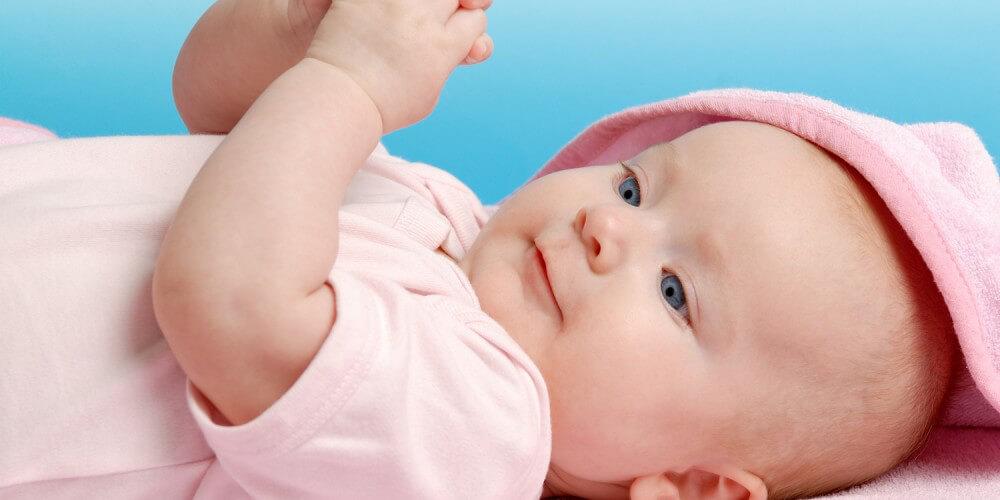 Baby in rosa Strampler