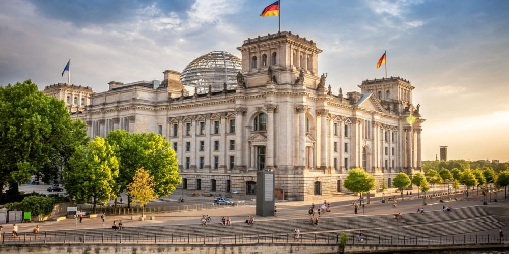 Der Deutsche Bundestag hat seinen Sitz im Berliner Reichstag