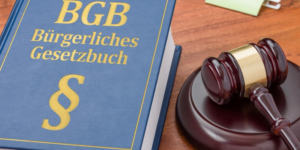 Bürgerliches Gesetzbuch neben Richterhammer