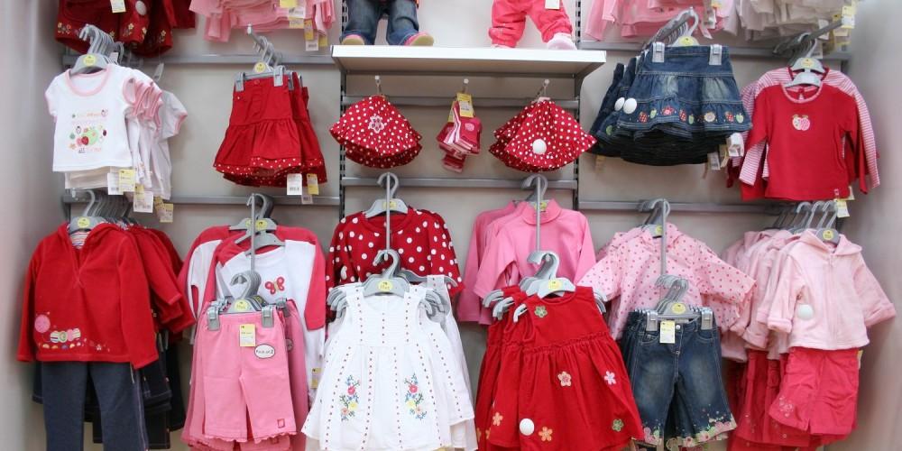 Schöne Babykleidung für Mädchen