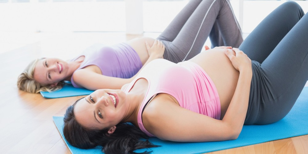 Schwangere beim Yoga
